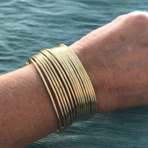 🌸2/$15 Gold tone wire cuff bracelet